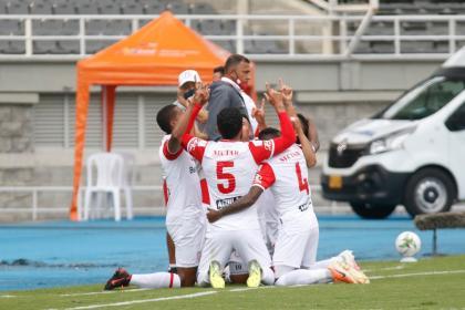 Santa Fe dio el golpe y de cabeza se llevó los tres puntos a Bogotá