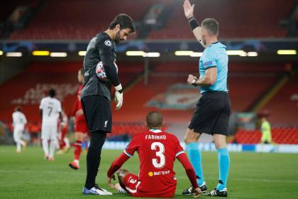 Crisis en Liverpool: Fabinho se lesiona y no quedan más centrales