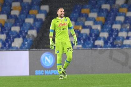 Otro día en la oficina para Napoli y Ospina: goleada a Fiorentina