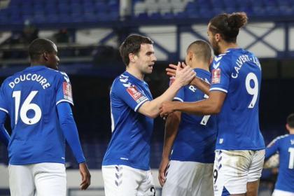 Con el puntillazo de Yerry Mina: vea los goles de Everton en la FA ...