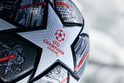 Amor a primera Champions: balón conmemorativo del vigésimo ...