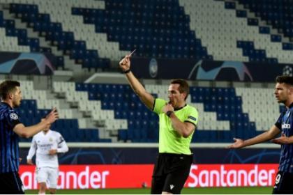 ¿Era para tanto? Increíble expulsión sufrió Atalanta vs Real Madrid