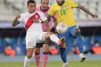 Sin despeinarse: Brasil deja en el camino a Perú y avanza en Copa
