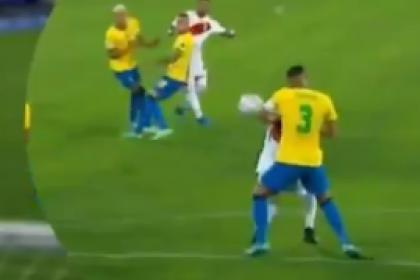 ¿Era penalti? La jugada que reclamó Perú en duelo de semis ante ...