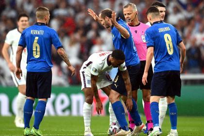 ¡Inaceptable! Investigan racismo contra ingleses que fallaron penaltis