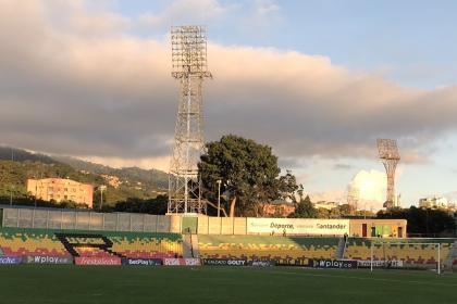 ¡Vergonzoso! Enfrentamiento entre hinchas de Bucaramanga y ...