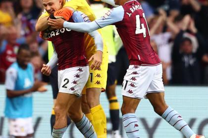 Con Mina, Everton perdió el invicto en Premier: goleada de Aston Villa