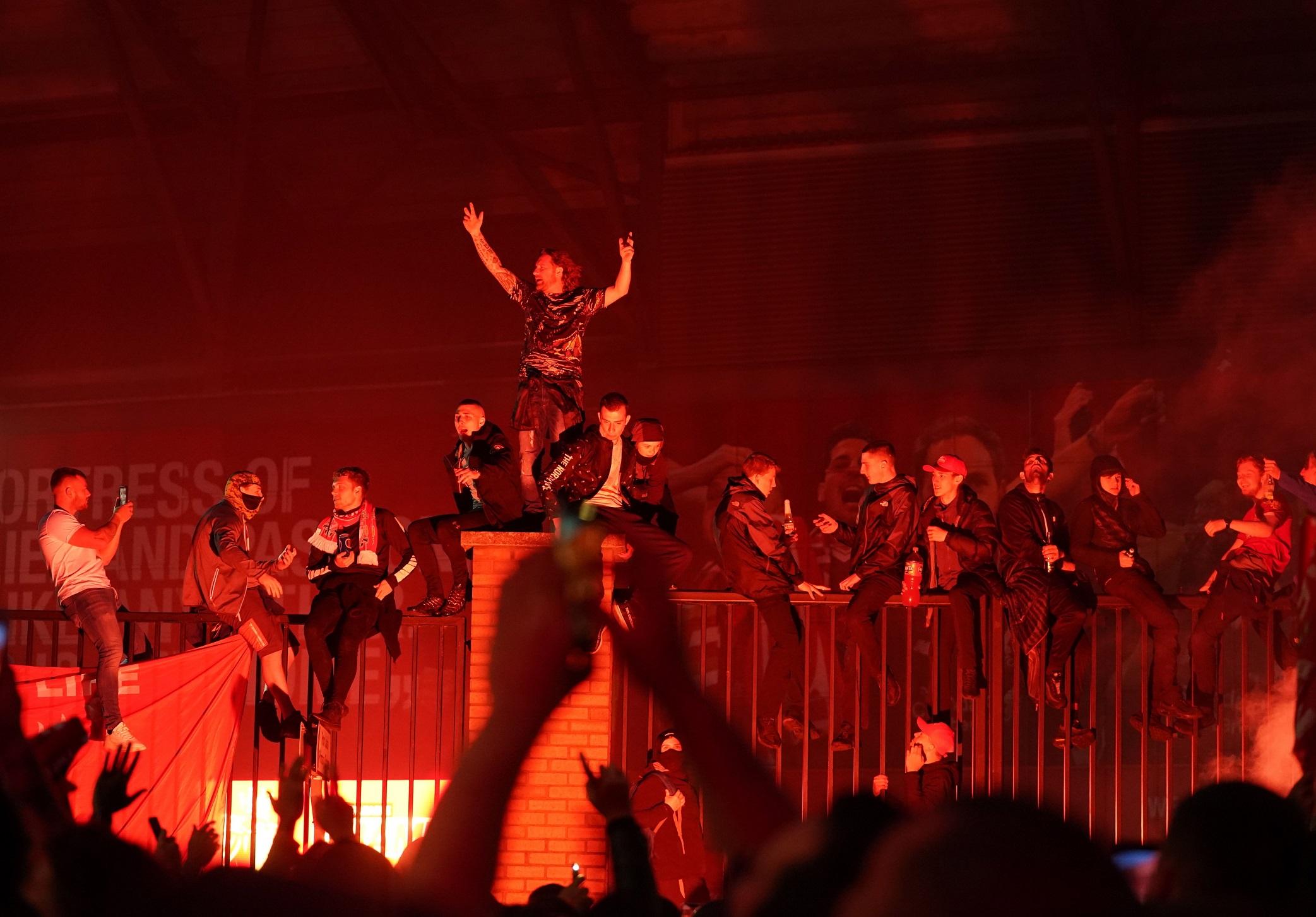 Las mejores imágenes de un esperado título: Locura en Liverpool 3