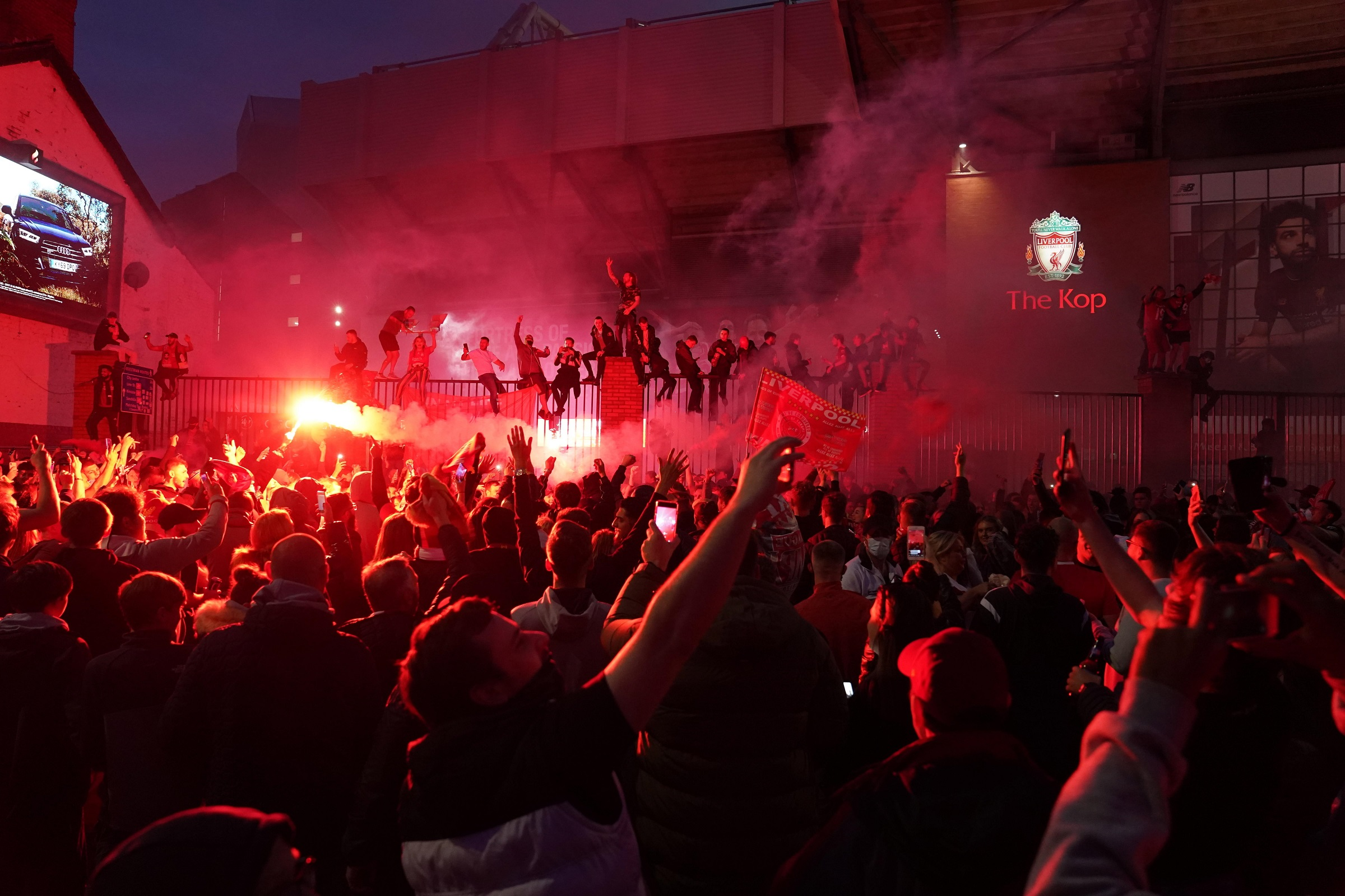 Las mejores imágenes de un esperado título: Locura en Liverpool 5