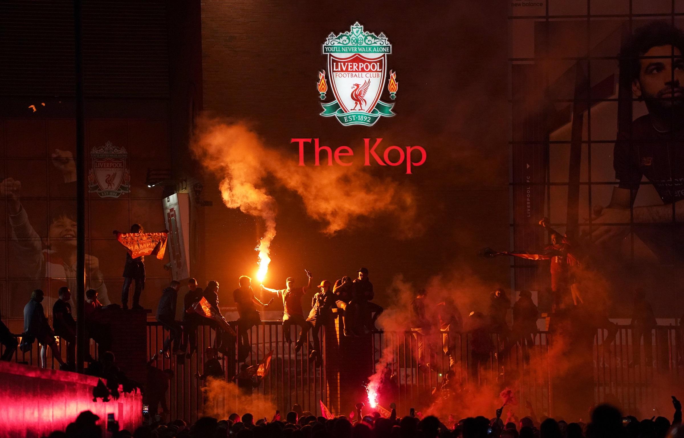 Las mejores imágenes de un esperado título: Locura en Liverpool 1